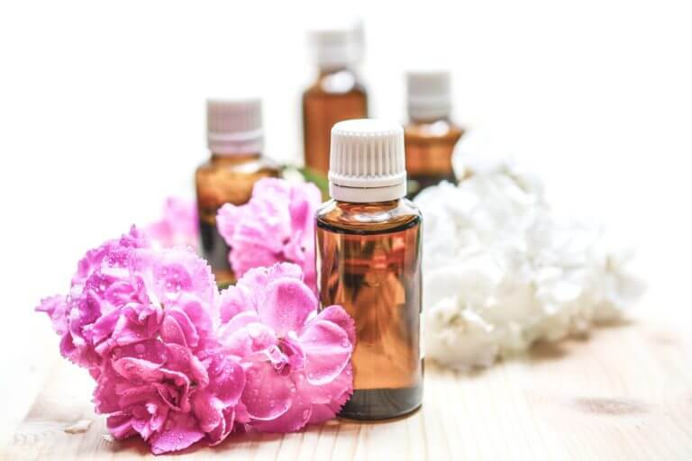 Essential oils. Image by monicore on Pixabay.